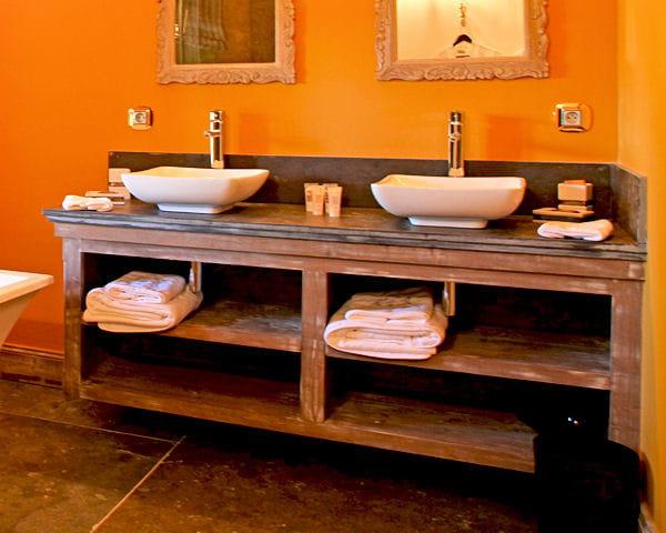 Un meuble fa on buffet 20 meubles vasque r cup 39 pour la for Buffet pour salle de bain