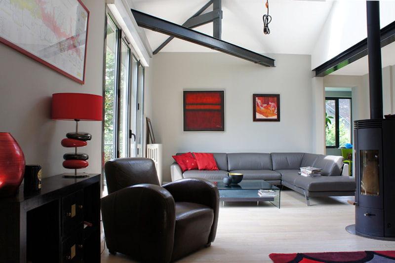 Visitez la maison de laurence journal des femmes for Deco salon gris rouge