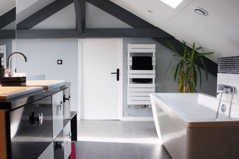 Chambre Verte Zen : La salle de bains, sous les toits : Visitez la maison de Laurence …