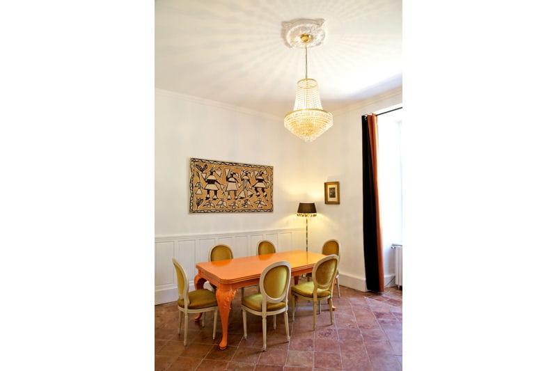 une salle manger classique revisit e d co color e et baroque en pays cathare journal des. Black Bedroom Furniture Sets. Home Design Ideas
