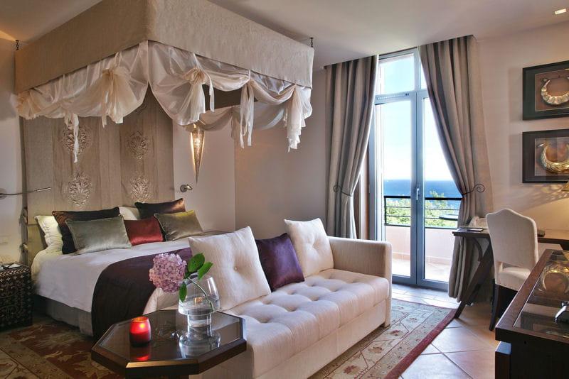 chambres romantiques bienvenue au yaktsa h tel journal des femmes. Black Bedroom Furniture Sets. Home Design Ideas