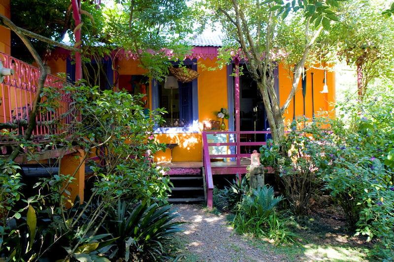 en pleine nature une maison en bois la d co arc en ciel journal des femmes. Black Bedroom Furniture Sets. Home Design Ideas