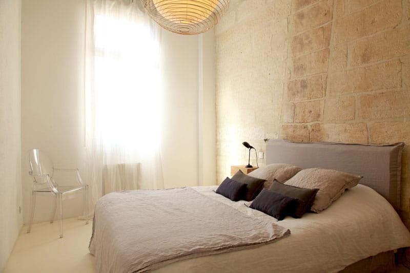 chambre en lumi re d co blanche et lumi re dans une maison du sud journal des femmes. Black Bedroom Furniture Sets. Home Design Ideas