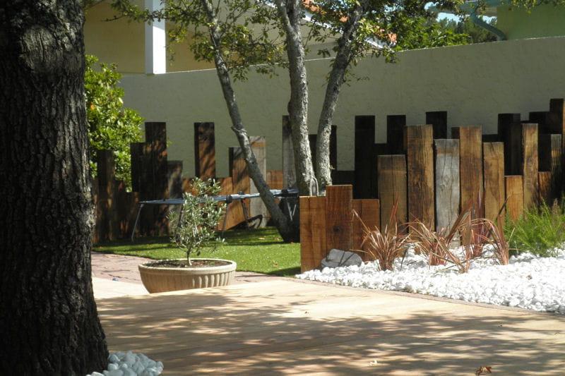 Gazon synth tique pour le tour de piscine un jardin for Idee d amenagement interieur
