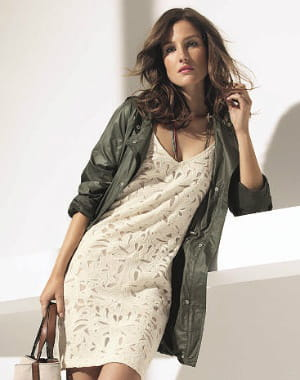 parka glossy de caroll a nous les vestes de mi saison journal des femmes. Black Bedroom Furniture Sets. Home Design Ideas