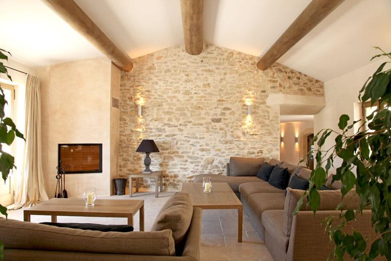murs en pierres apparentes une bastide habill e de. Black Bedroom Furniture Sets. Home Design Ideas