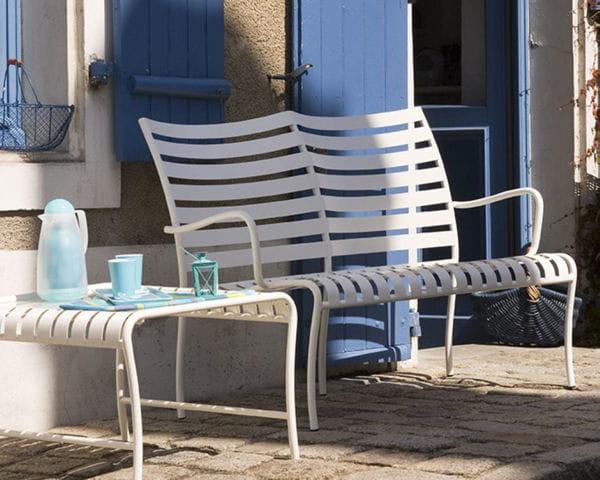banquette cayola par cardinal jardin salon de jardin 40 nouveaut s outdoor journal des femmes. Black Bedroom Furniture Sets. Home Design Ideas
