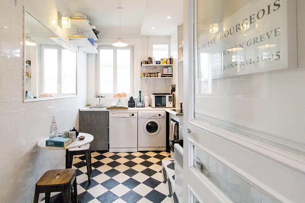 apr s une cuisine plus grande et lumineuse avant apr s la renaissance d 39 un appartement de. Black Bedroom Furniture Sets. Home Design Ideas