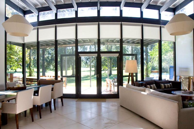 verri re aux formes courbes une maison d 39 archi avec verri re arrondie journal des femmes. Black Bedroom Furniture Sets. Home Design Ideas