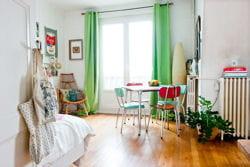 des rideaux vert pomme révèlent une ambiance rafraîchissante et printanière