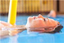 l'aquagym peut soulager les douleurs.