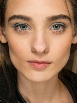 maquillage des yeux le fard paupi res vert d 39 eau maquillage des yeux la tendance pastel. Black Bedroom Furniture Sets. Home Design Ideas