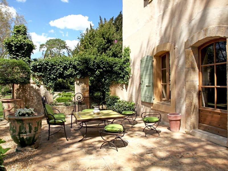 au salon de jardin  Esprit bastide en Luberon  Journal des Femmes