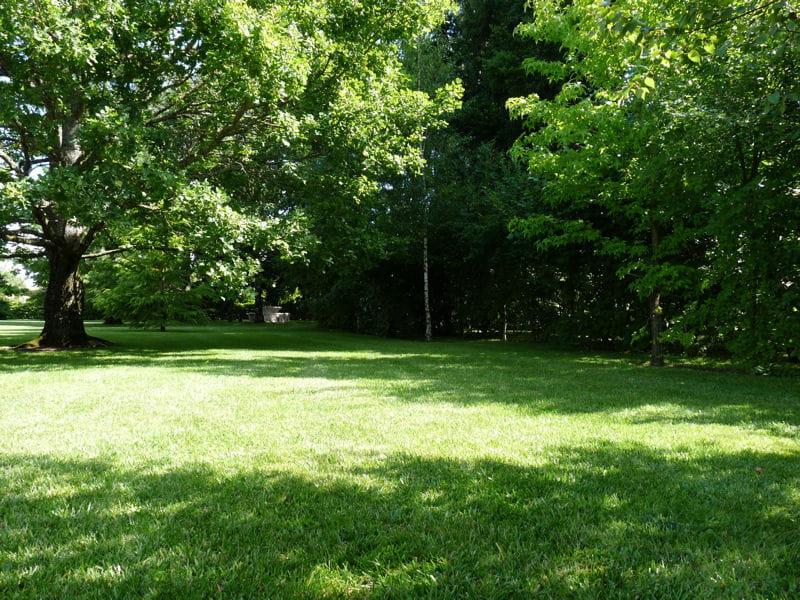 Oregistro.com = Grand Jardin Avec Piscine ~ Idées de conception de ...