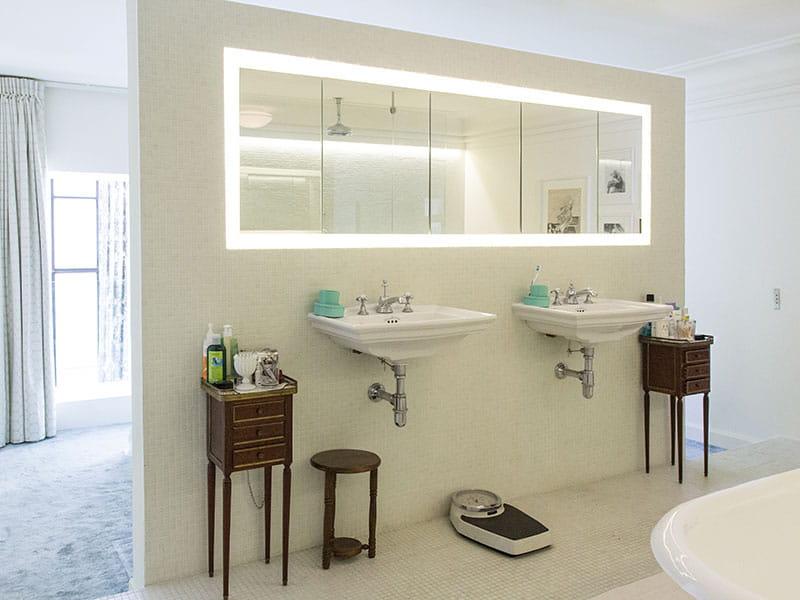 Une grande salle de bains ouverte sur la chambre un for Salle de bain ouverte sur chambre