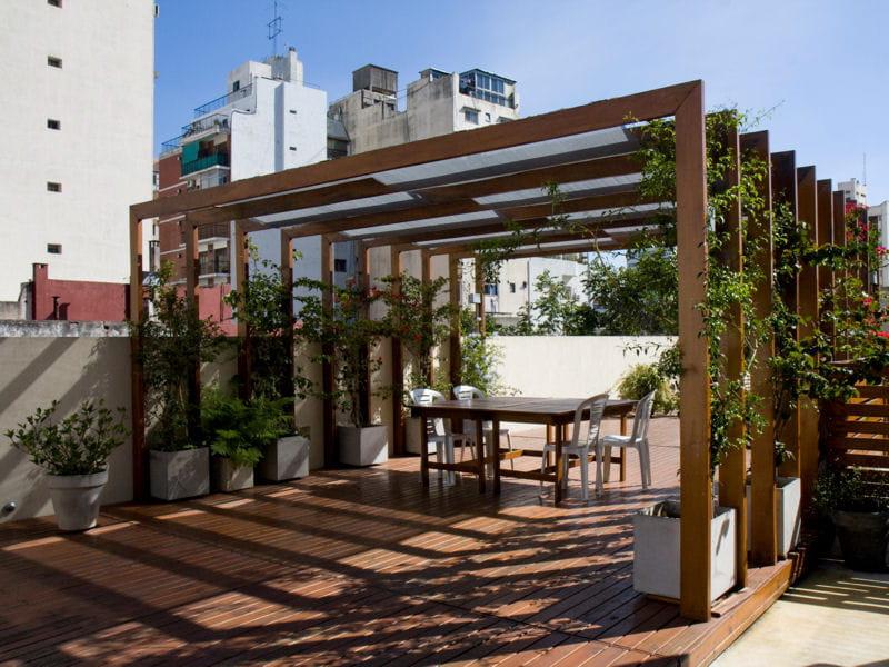 toit terrasse en teck terrasse 70 photos pour vous inspirer journal des femmes. Black Bedroom Furniture Sets. Home Design Ideas