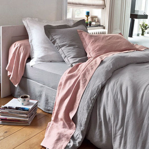 linge de lit en lin lav becquet du linge de lit en lin pour la chambre journal des femmes. Black Bedroom Furniture Sets. Home Design Ideas