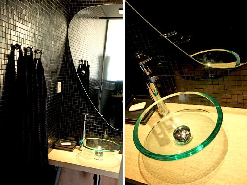 Salle de bains au carrelage version black un appart - Vieux carrelage salle de bain ...