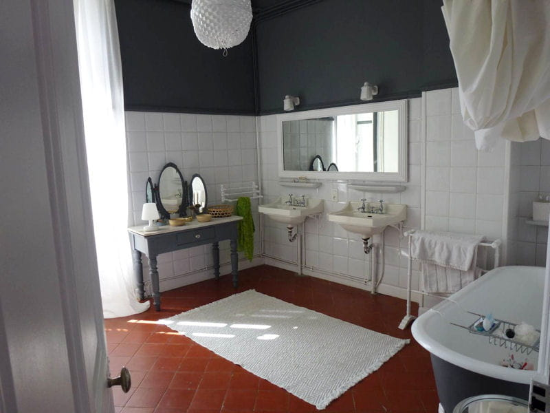 un duo de gris et de blanc visitez la maison de patricia journal des femmes. Black Bedroom Furniture Sets. Home Design Ideas