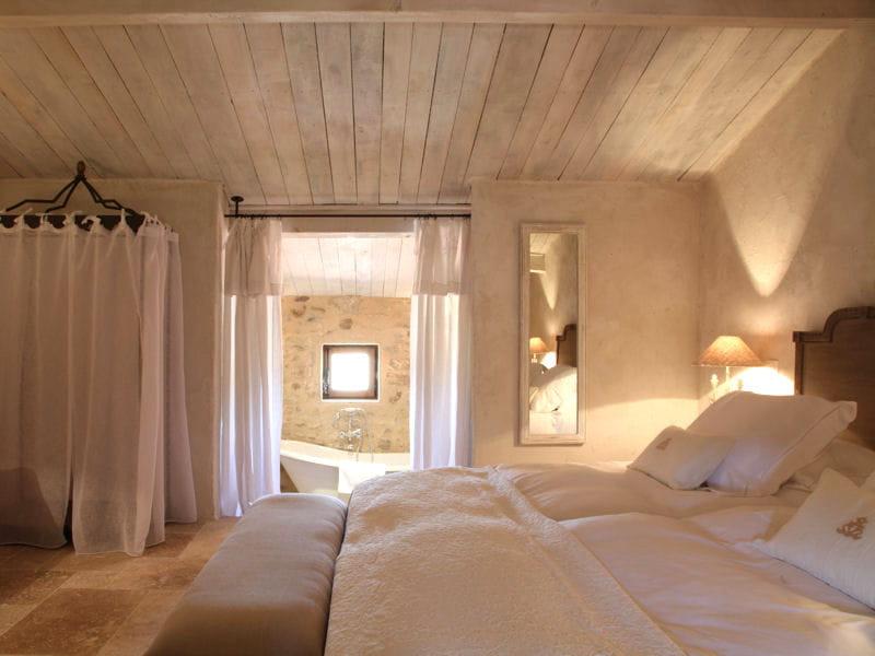 Un air romantique chambre une d co tout en blanc for Chambre romantique 13