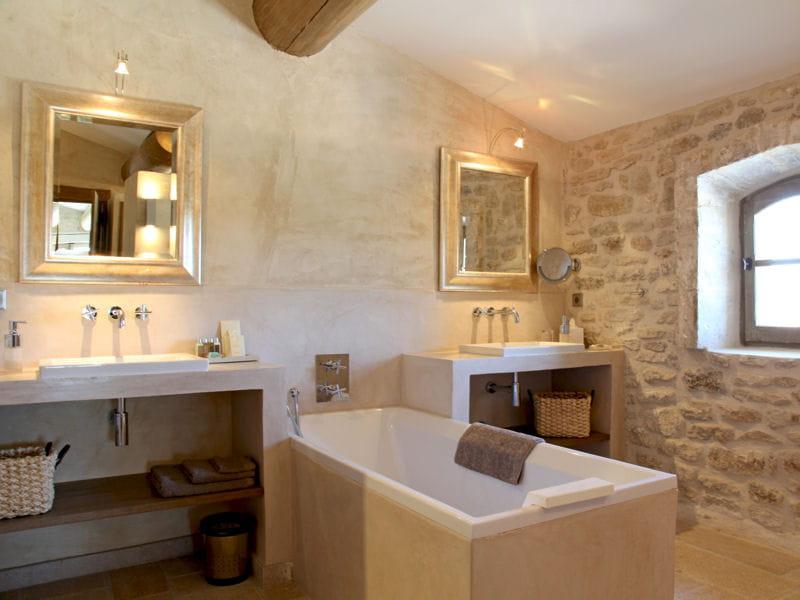 Salle De Bain Ardoise Et Pierre : Des salles de bains de décorateurs Salle de bains en pierre et chaux