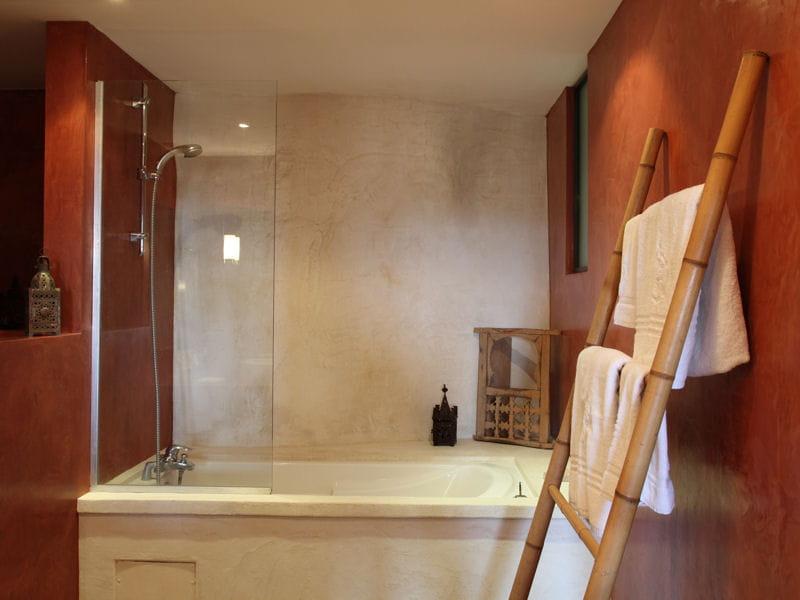 salle de bains zen et exotique salle de bains 80 id es top piquer aux d corateurs. Black Bedroom Furniture Sets. Home Design Ideas