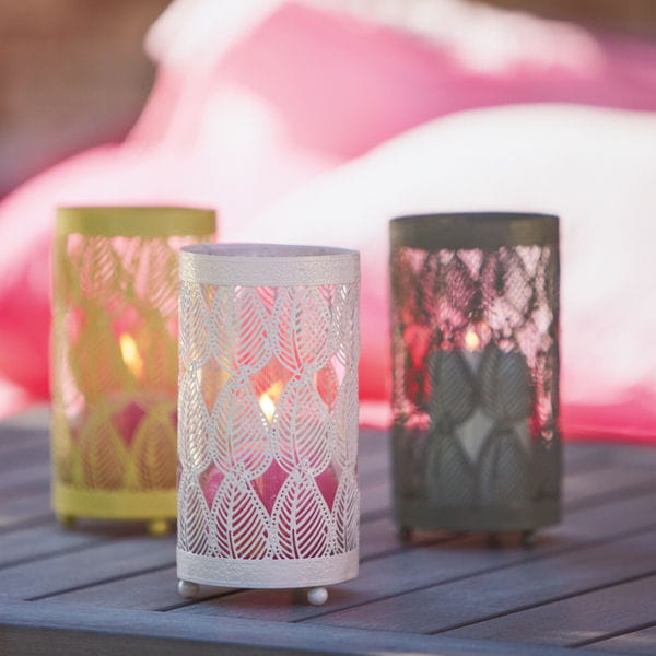 photophore cally d 39 alinea plein feu sur les luminaires pour le jardin journal des femmes. Black Bedroom Furniture Sets. Home Design Ideas