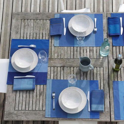 sets de table oslo de tissage de luz tables d co pour d jeuners ensoleill s journal des femmes. Black Bedroom Furniture Sets. Home Design Ideas