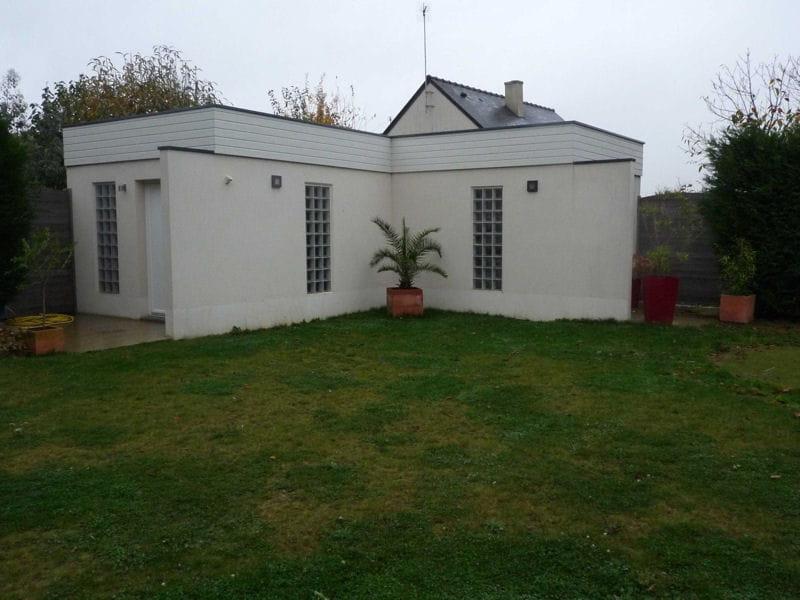 Avant une pelouse terne et vide - Deco jardin autour d une piscine metz ...