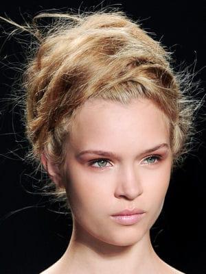 coiffure l 39 effet coiff d coiff coiffure 20 looks de plage journal des femmes. Black Bedroom Furniture Sets. Home Design Ideas