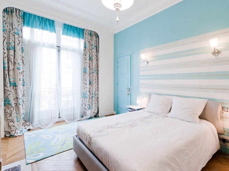 Chambre styl e d co bleue il flotte comme un petit air de vacances jour - Salon turquoise et blanc ...