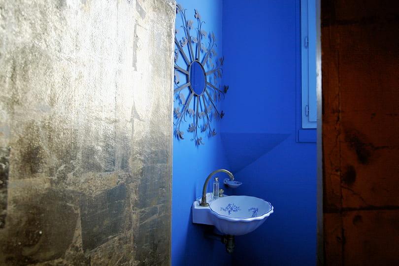 Salle De Bain Couleur Bleu : Salle de bains bleu vif : Déco bleu : il flotte comme un petit air de …