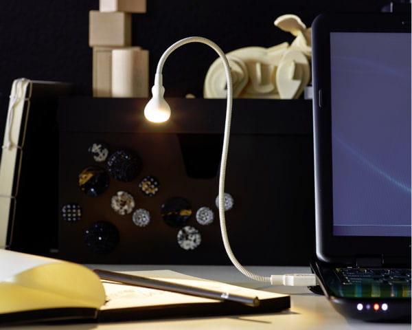 lampe led usb jansjo d 39 ikea les nouveaut s ikea de la rentr e 2013 journal des femmes. Black Bedroom Furniture Sets. Home Design Ideas