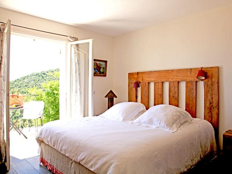 t te de lit en bois maison boh me en bord de mer journal des femmes. Black Bedroom Furniture Sets. Home Design Ideas