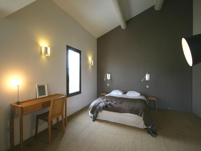 chambre taupe et lin chambre les murs blanc et taupe r chauffent offrent un contraste - Mur Chambre Chocolat