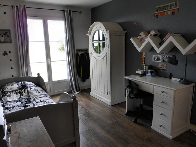 une chambre d 39 ado avec lit bateau visitez la maison d 39 ang lique journal des femmes. Black Bedroom Furniture Sets. Home Design Ideas