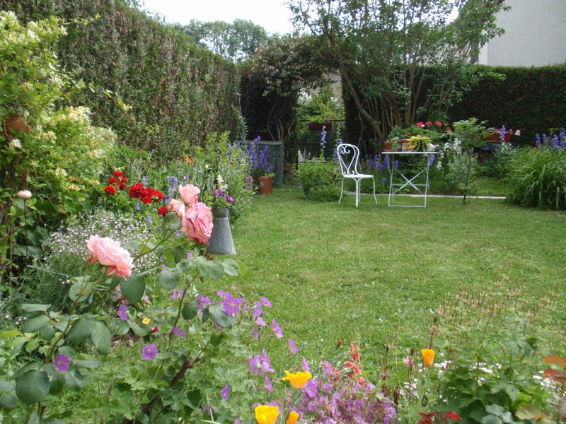 Vos plus beaux jardins en t journal des femmes - Idee petit jardin fleuri ...