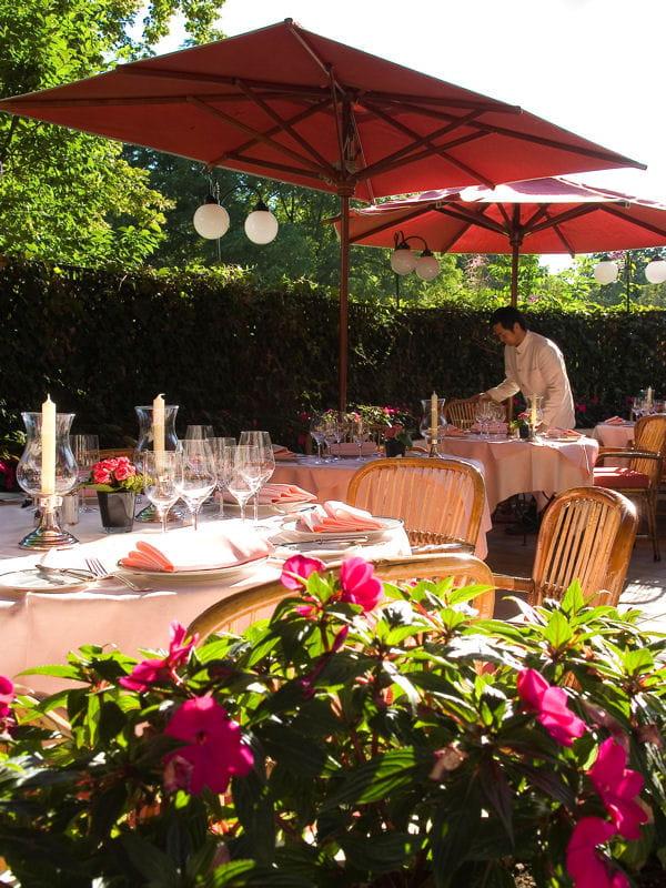 La terrasse chic du restaurant laurent restaurant for Restaurants paris avec terrasse ou jardin