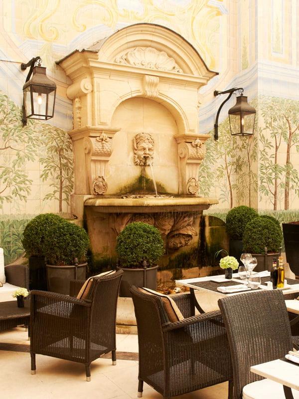 un air d 39 italie sur la terrasse de l 39 h tel castille restaurant terrasses chics paris. Black Bedroom Furniture Sets. Home Design Ideas