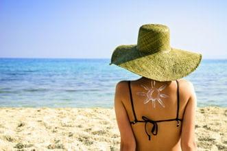 Bronzage comment calmer un coup de soleil journal des femmes - Transformer un coup de soleil en bronzage ...