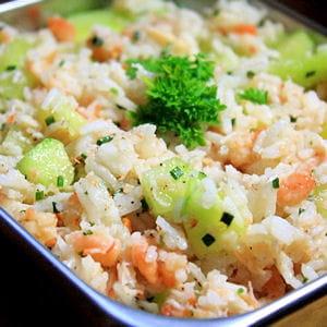 salade de riz rose et verte 35 recettes pour d jeuner au bureau journal des femmes. Black Bedroom Furniture Sets. Home Design Ideas