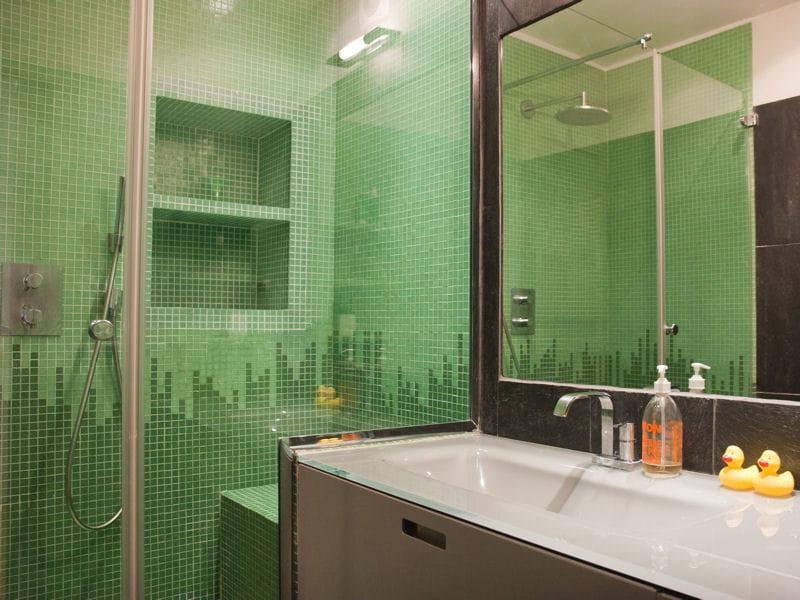 ardoise et mosa que vert d 39 eau salle de bains la. Black Bedroom Furniture Sets. Home Design Ideas