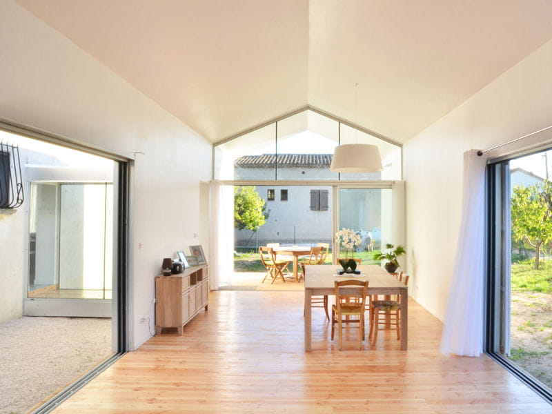 Une maison en bois peinte en blanc le palmar s du salon maison bois 2013 - Maison en bois peinte ...