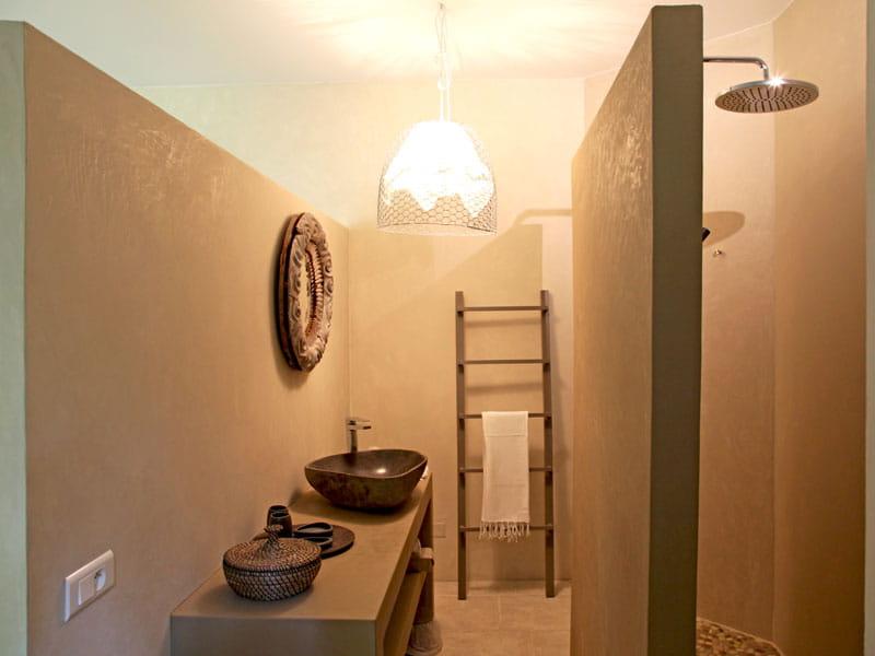 Salle de bains en tadelakt mati res naturelles pour for Decoration pour salle de bain