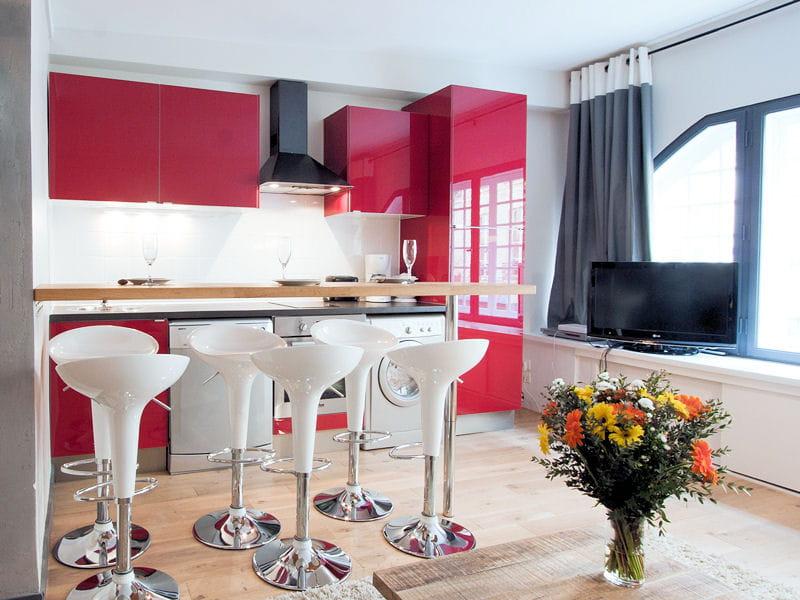 des fa ades rouge laqu. Black Bedroom Furniture Sets. Home Design Ideas