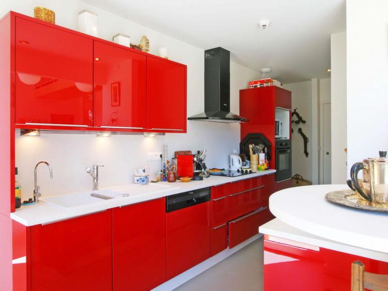 Une cuisine rouge contemporaine et pur e des cuisines for Ou acheter sa cuisine equipee