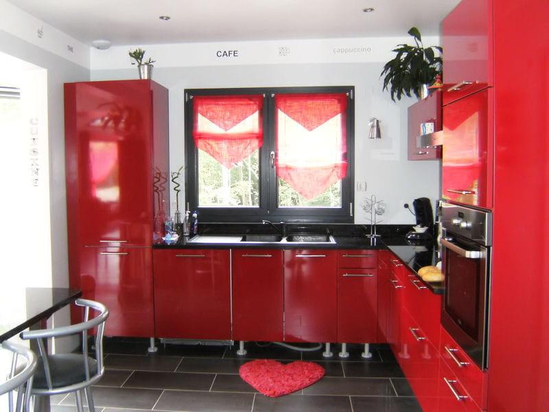 Une cuisine rouge xxl des cuisines rouge passion for Cuisine xxl allemagne