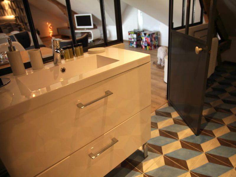Salle de bains pratique une suite parentale scandinave for Salle de bain pratique