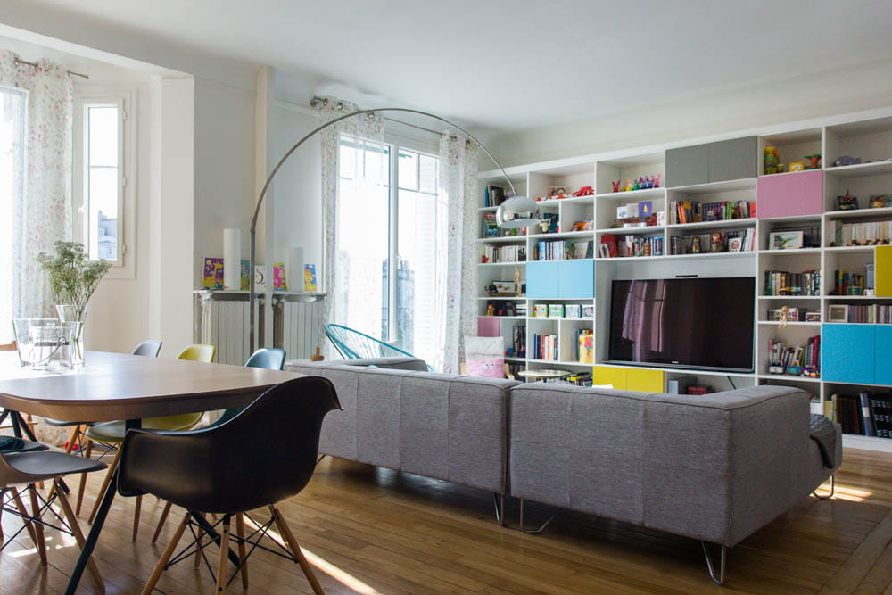 Un appartement acidul pour une famille nombreuse for Photo salon dappartement