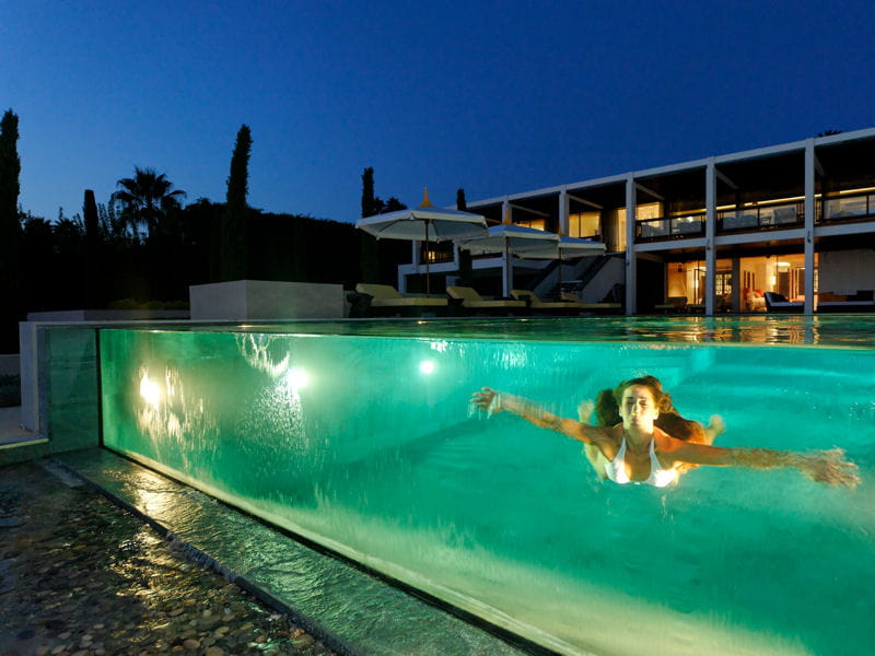 Piscine de nuit troph e d 39 or troph es de la piscine for Piscine eclairee la nuit